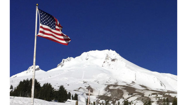 1 climber dies, others rescued on Oregon's tallest peak