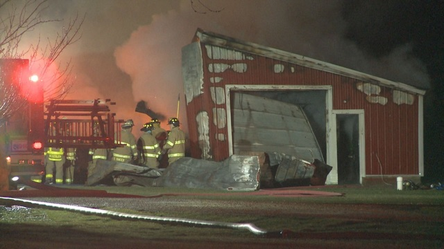Morning fire destroys barn in northeast Allen County