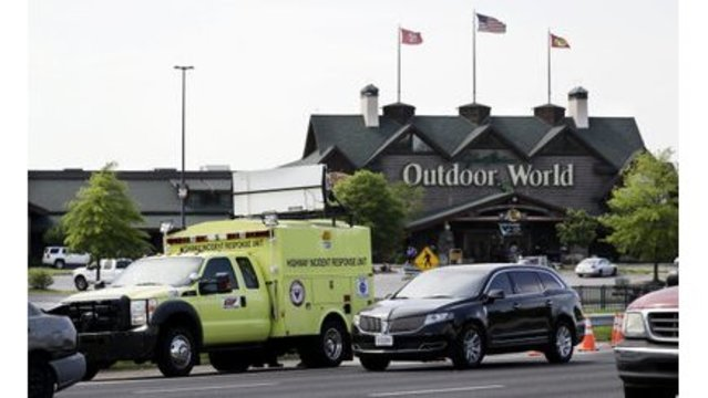 Fatal shooting causes pandemonium in Tennessee mall