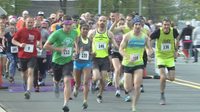 Hundreds participate in 5th annual Pink Ribbon Run