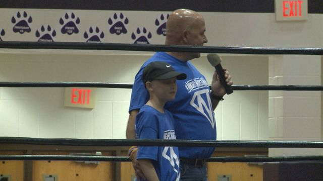 Pro Wrestlers help 10-year-old fight cancer