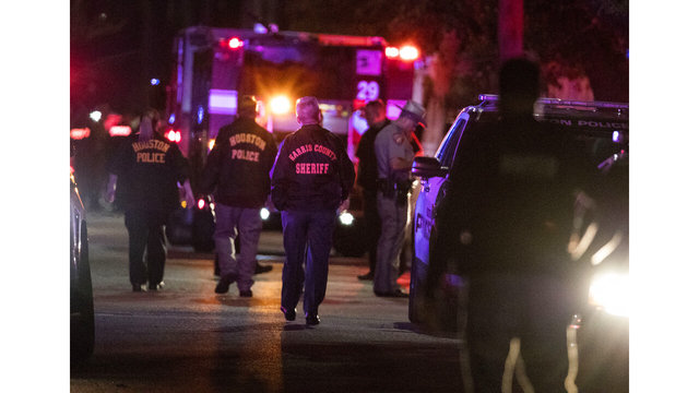 Houston police: 5 officers hurt in shooting, 2 suspects dead